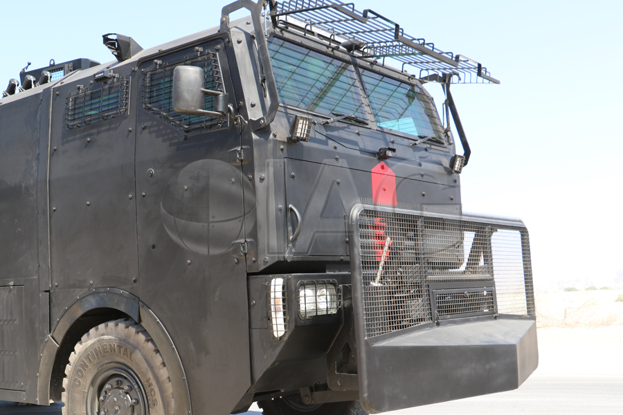 armored anti riot truck battering ram